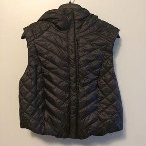 Lululemon Cropped Black Vest Size 6 NWOT